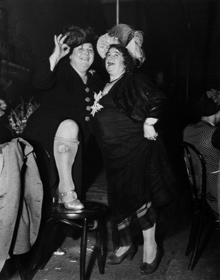 At Sammy&#39;s in the Bowery, by Weegee (Arthur Fellig) 